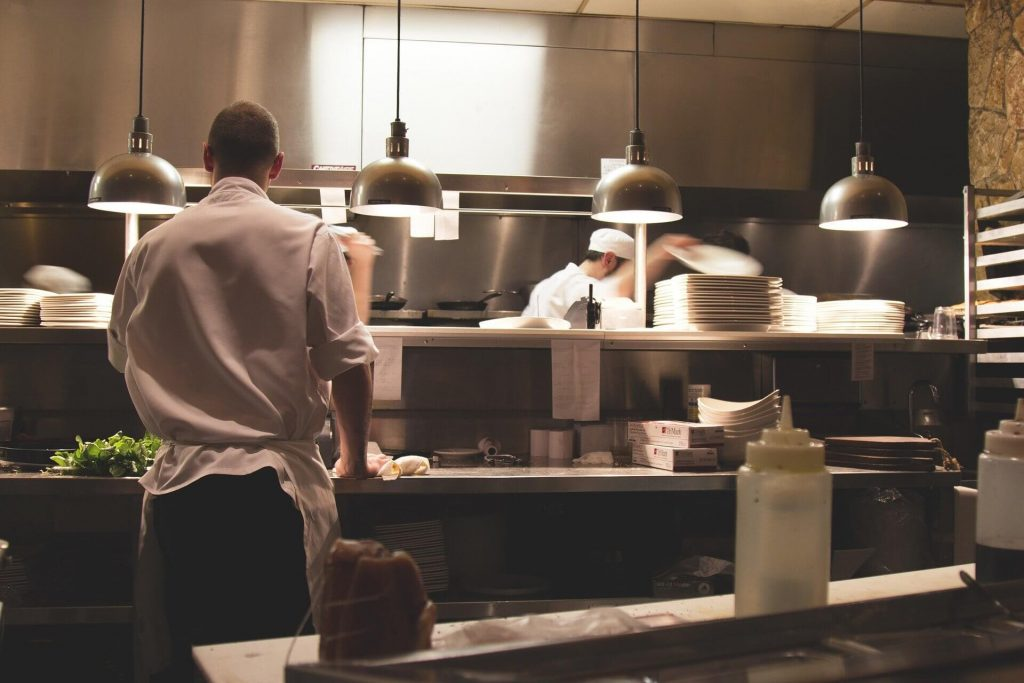 Ai o pasiune pentru gastronomie? Iată ce poți face pentru a te perfecționa în arta culinară!
